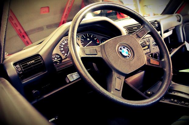 BMW E30.jpg